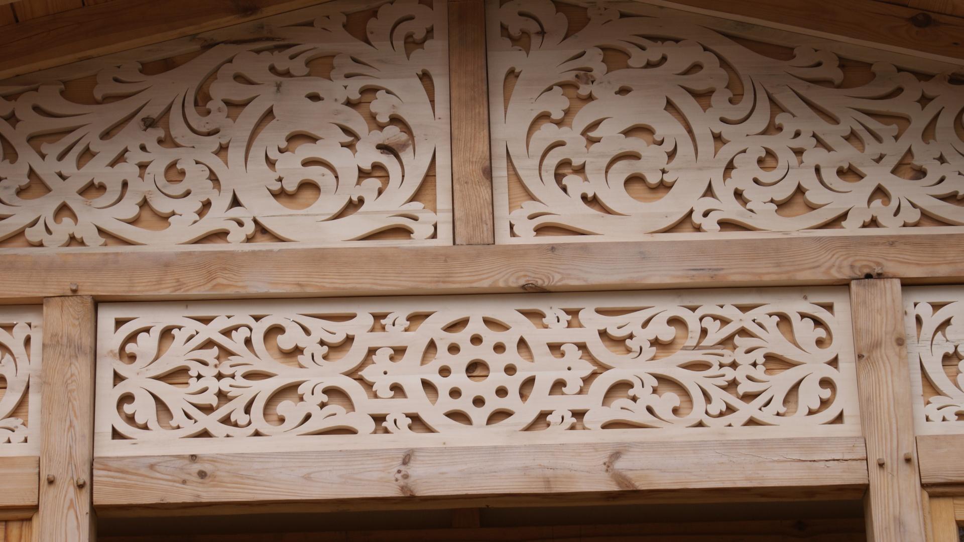 drewniane zdobienia