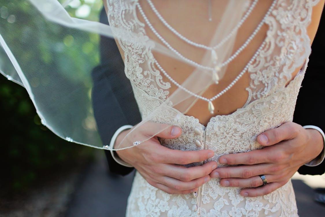 Suknie ślubne – jak wybrać idealną kreację dla siebie?