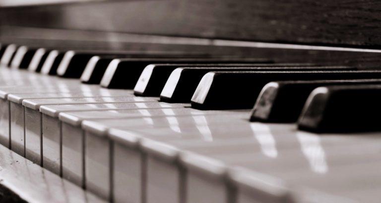 Wszyscy możemy nauczyć się grać na pianinie