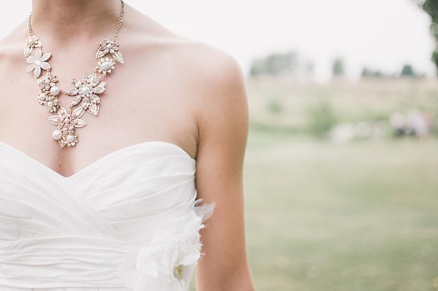 Suknie ślubne i dodatki