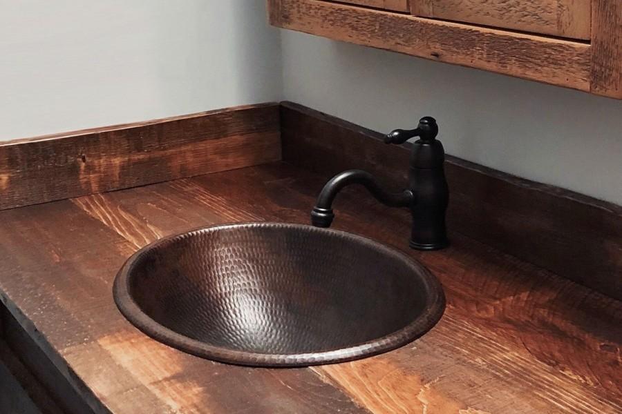 Łazienkowe urządzenia sanitarne wykonane z miedzi